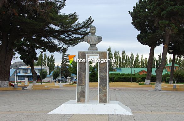 Monumento General Carrera - Chile Chico / Lago G. Carrera