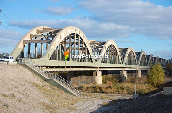 Fotos de Cipolletti: Viejo puente carretero