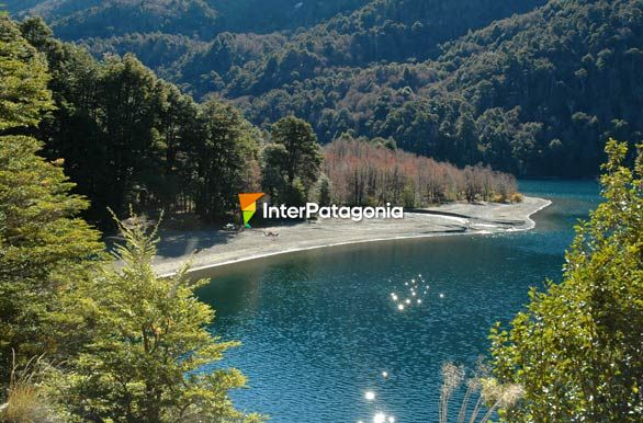Playa lago Curruhu� - Jun�n de los Andes