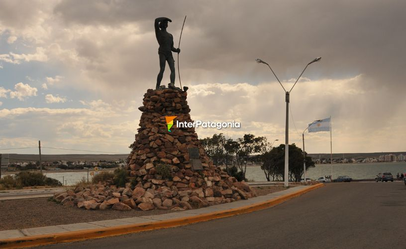 The monument to the Tehuelche Native