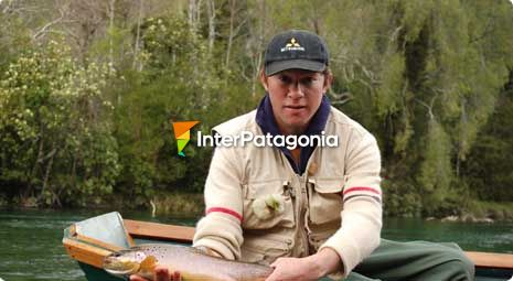Fly-fishing in the Calcurrupe River - Futrono