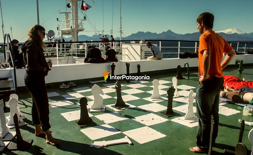 Playing �giant� chess