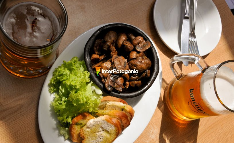 Mushrooms sauteed in white wine