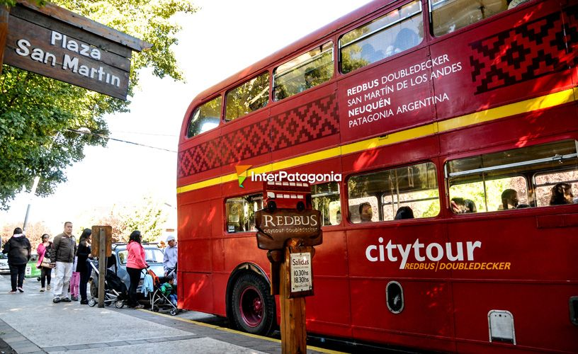 The bus is parked at San Mart�n Square