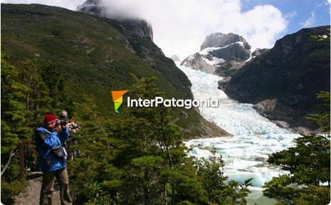 Navigation to the Blamaceda and Serrano Glaciers