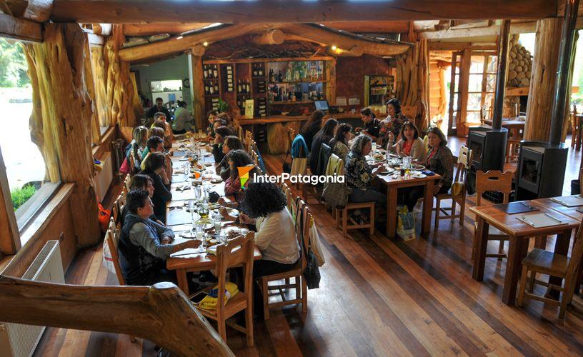 Termas de menet e villarrica for Bar de madera chile