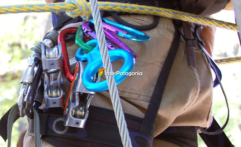 Safety helmets, harnesses, carabiners and double high quality ropes