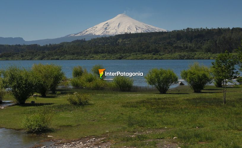 The Villarrica rules over the national park