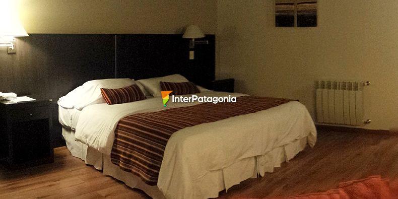 En hotel de lomas con amiga de mi novia - 5 3