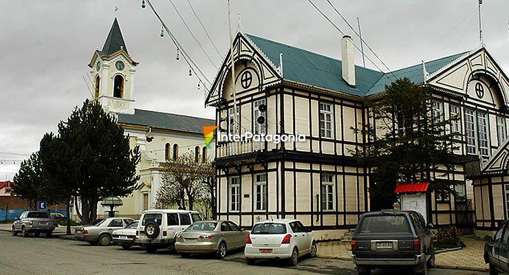 http://www.interpatagonia.com/puertonatales/imagenes/puerto-natales-torres-del-paine.jpg