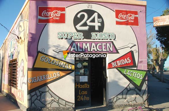 Supermarket grocery store and kiosk - R�o Mayo,