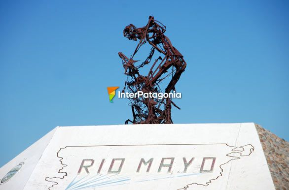 Shearer's Monument - Río Mayo