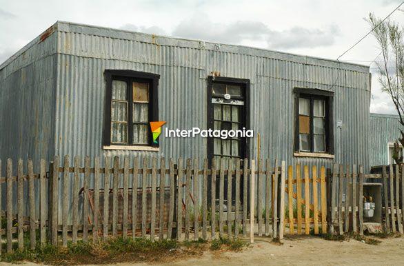 Fotos de san juli n t pica casa de chapa for Casas de chapa para jardin